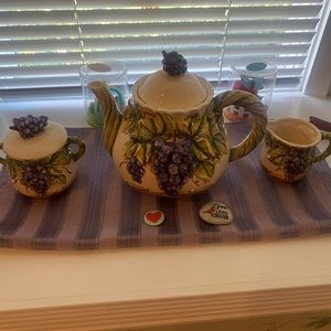 Grape tea set